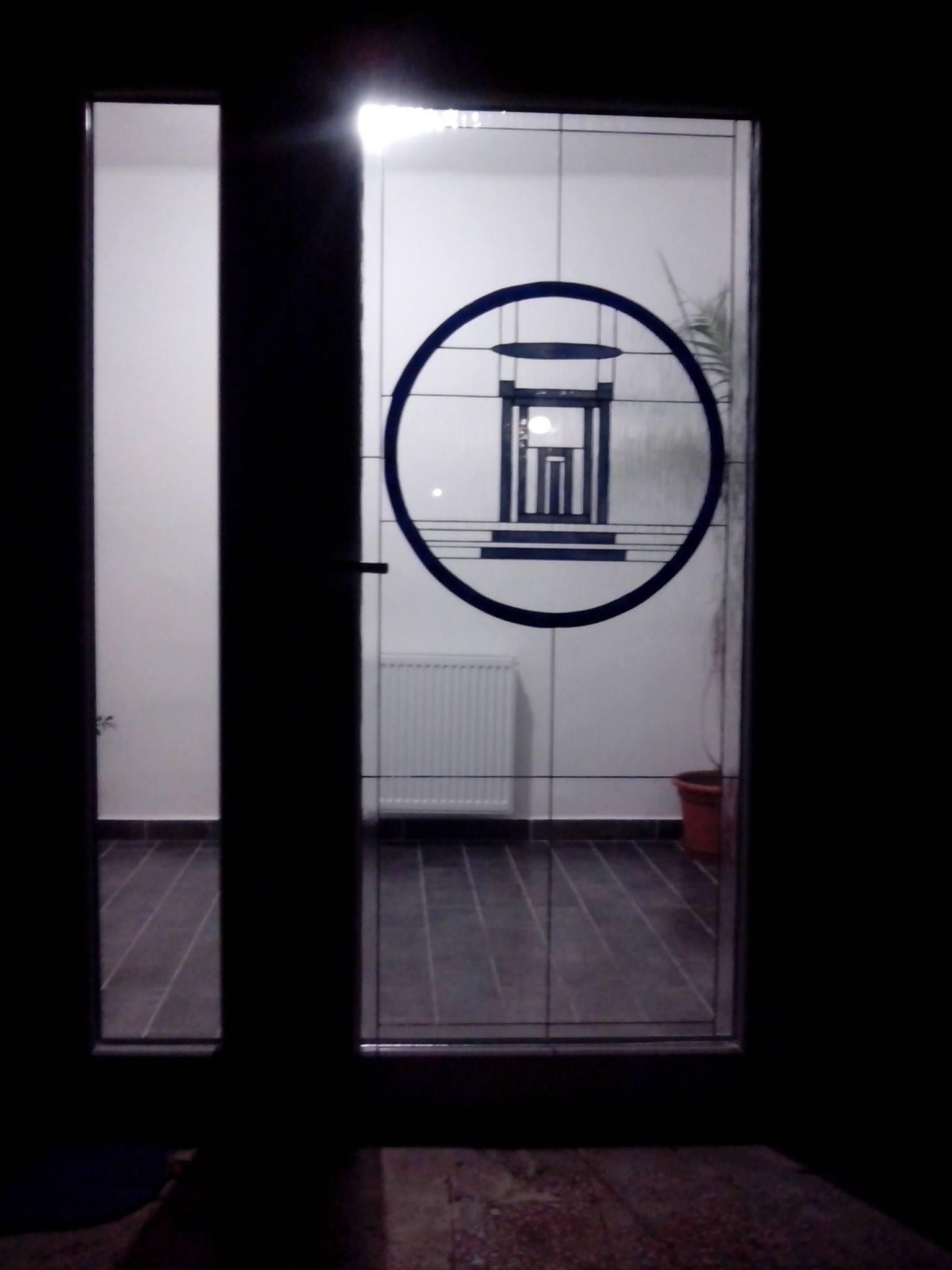 HMVhelyi Roma gyülekezet bejárati ajtaja