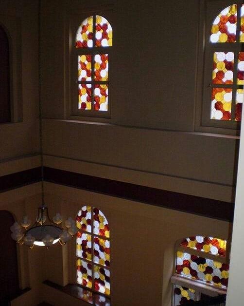 Szeged Kölcsey utca 11. sz. lépcsőházának díszüveg