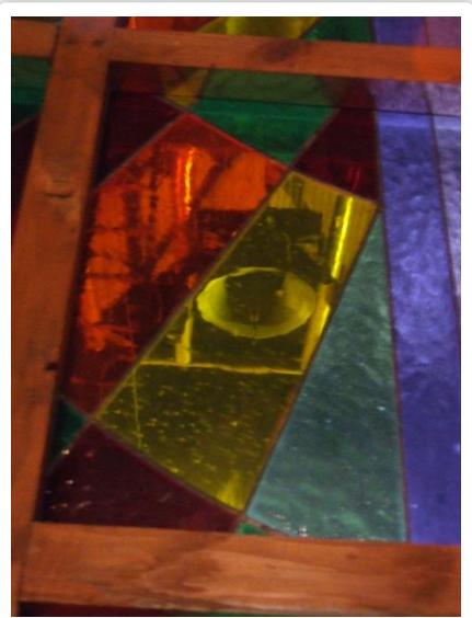 Ruzsai templom bejárta feletti kereszt alakú üveg