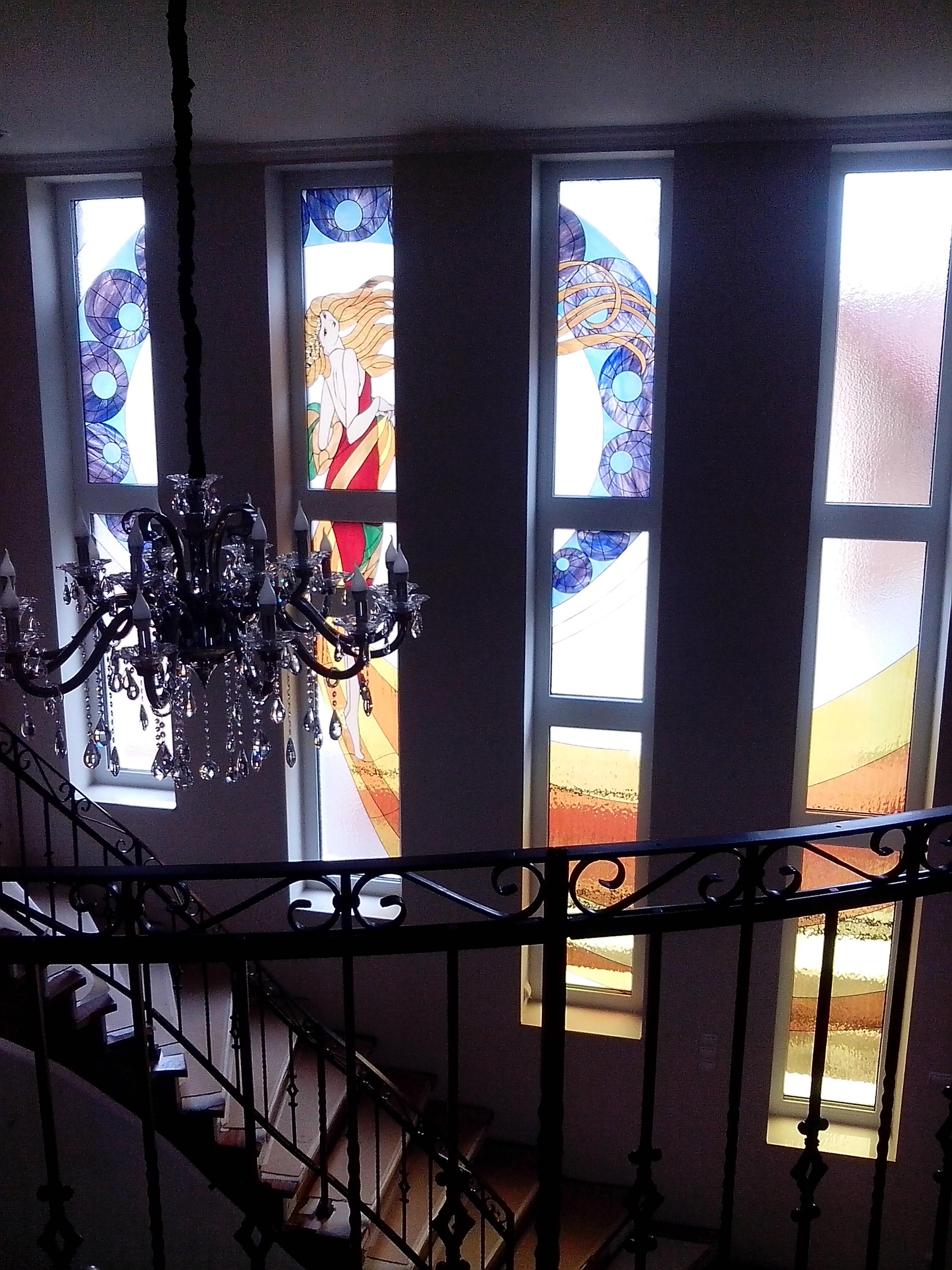 Lépcsőház magánház díszüvege