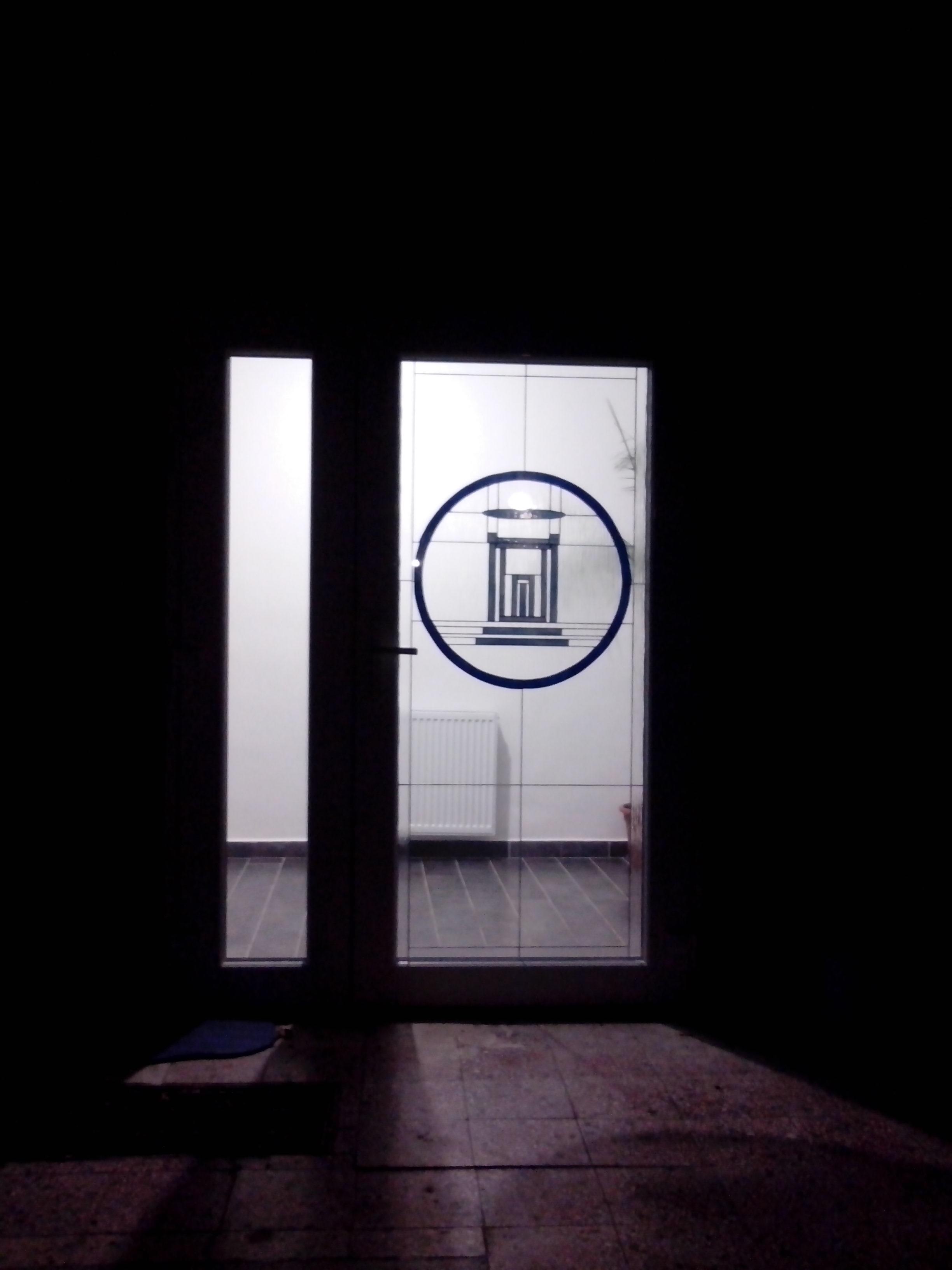 Hit gyülekezete bejárati ajtó